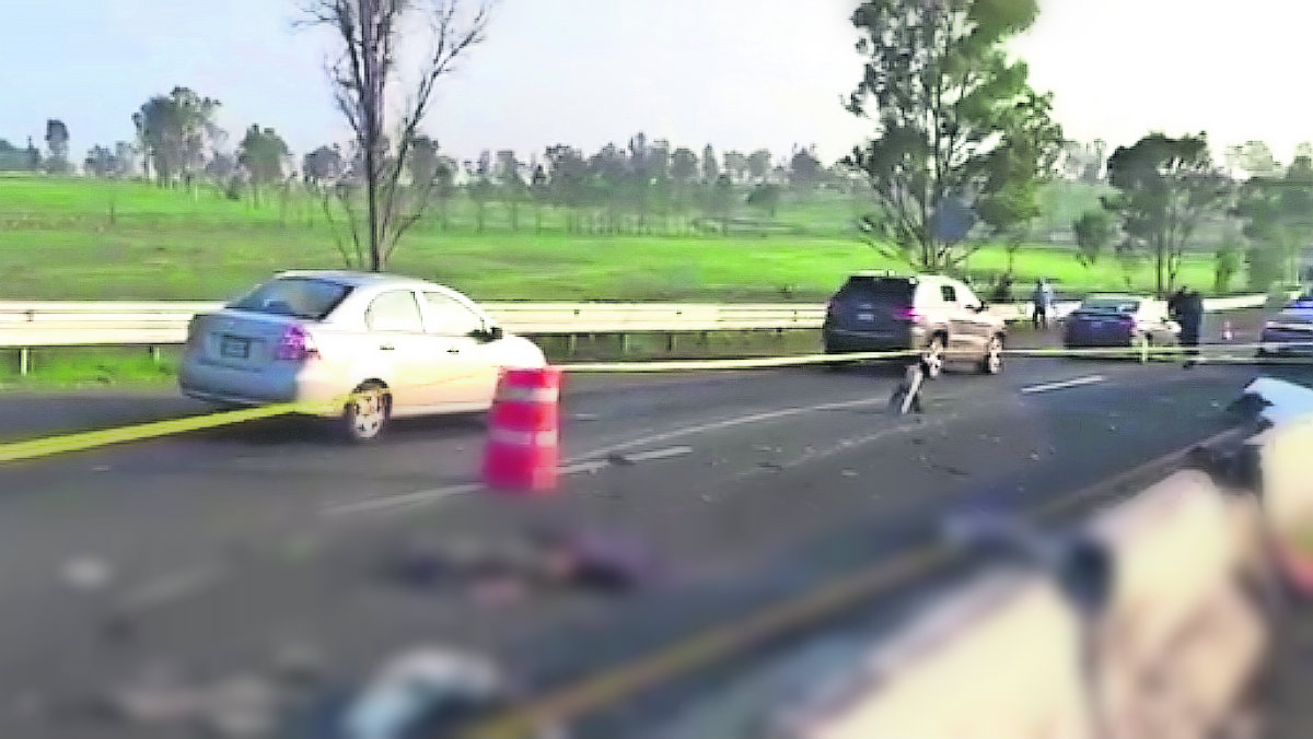 accidente trailer chofer muere sale volando vuelca camión carga cartón toluca-palmillas