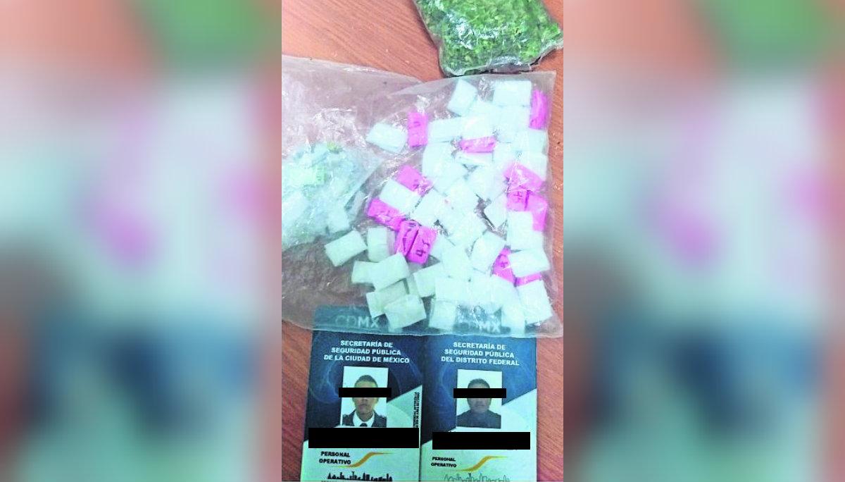 detienen policías vendiendo droga ebrios borrachos patrulla intento de soborno CDMX