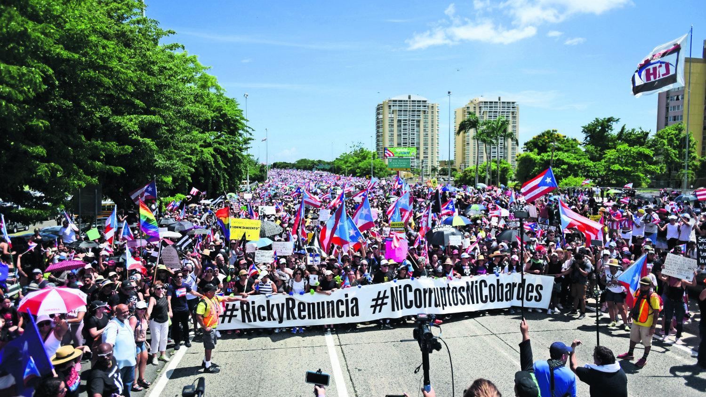 miles puertorriqueños exigen renuncia roselló