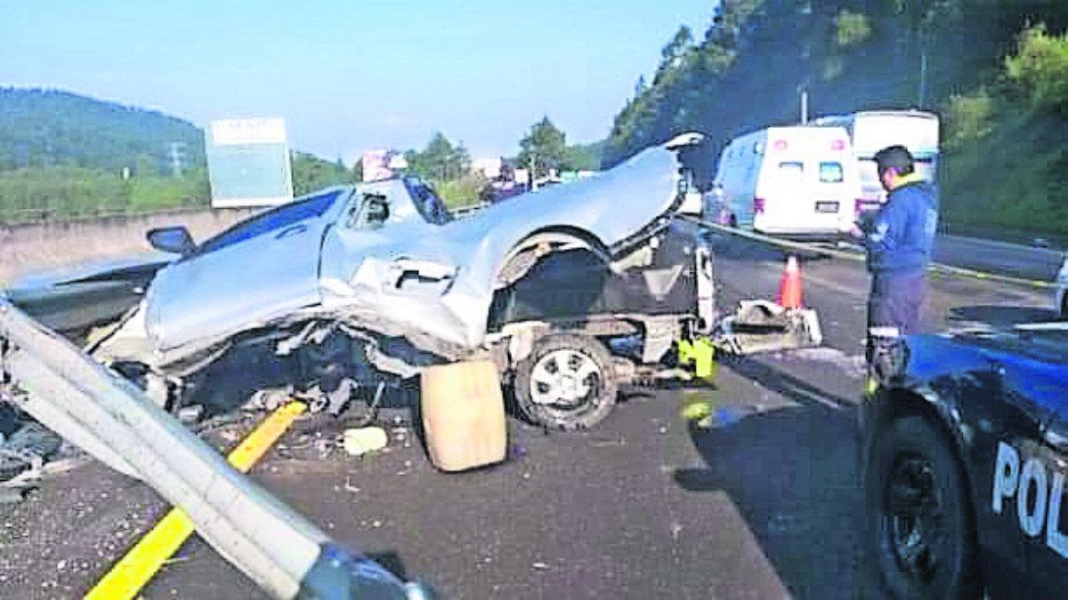 conductor exceso de velocidad muere choca queda prensado barra metálica de contención méxico-toluca