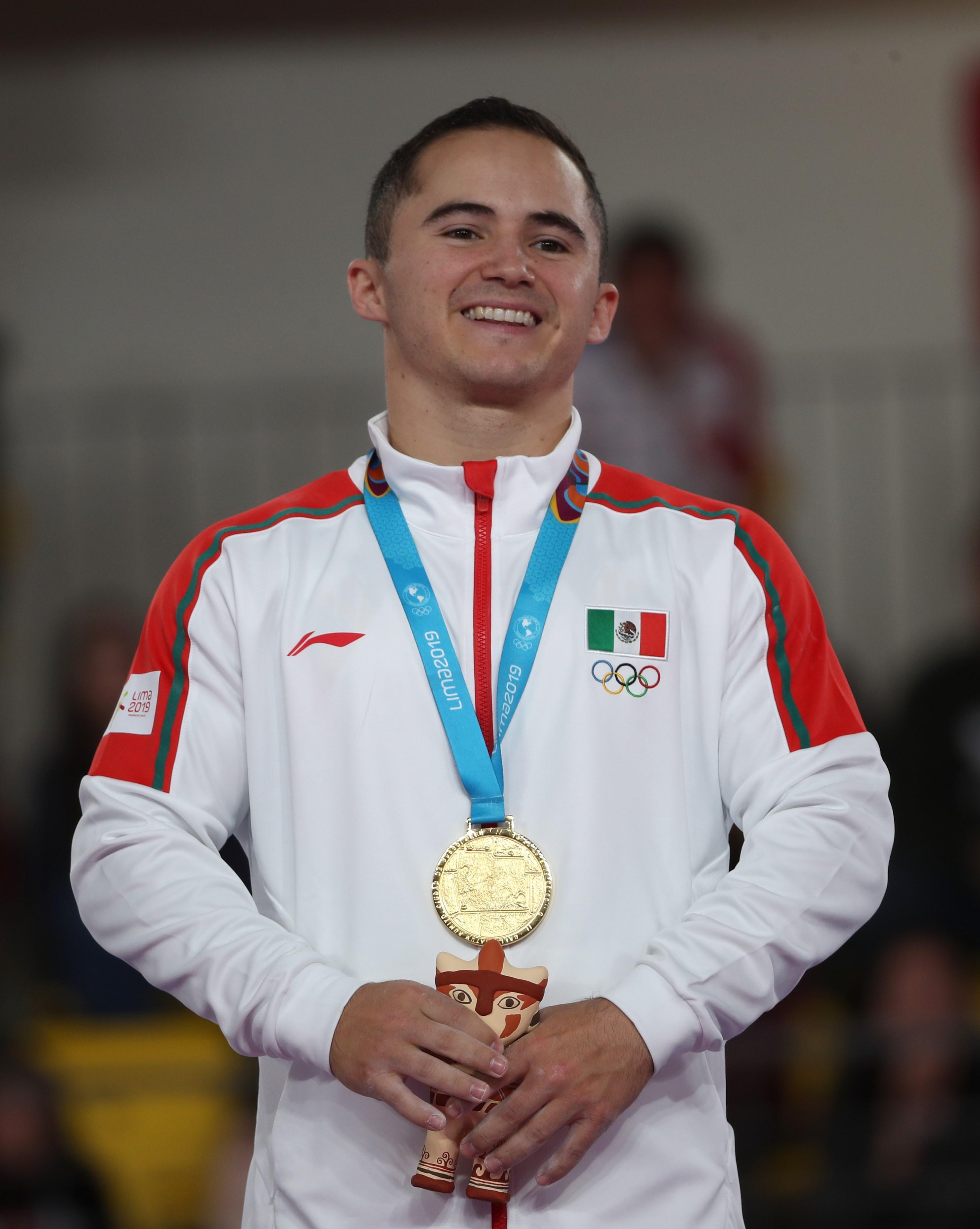 Fabián De Luna gana medalla de oro en gimnasia artística