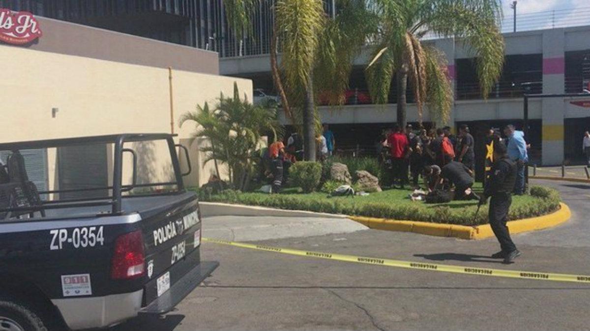 Reportan balacera mortal en restaurante de comida rápida en centro comercial de Zapopan