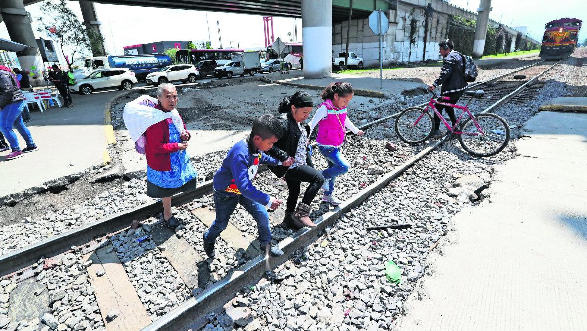 mal estado vías del tren daños severos principales arterias circulación vehículos Lerma