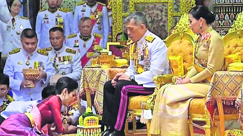 rey tailandia reconoce amante realeza