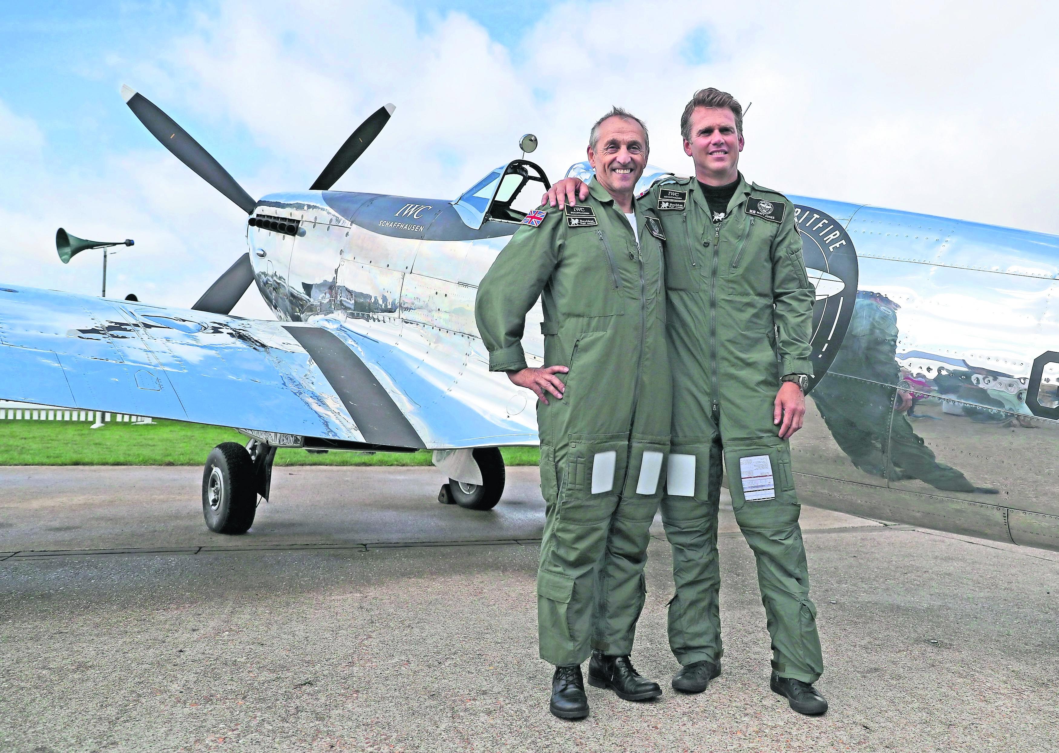aviones segunda guerra mundial se desmilitariza vuelta al mundo aventura vuelo sin armas Inglaterra