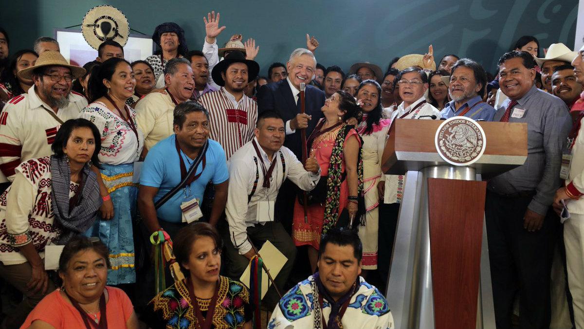 AMLO recibe propuestas de programas para pueblos indígenas