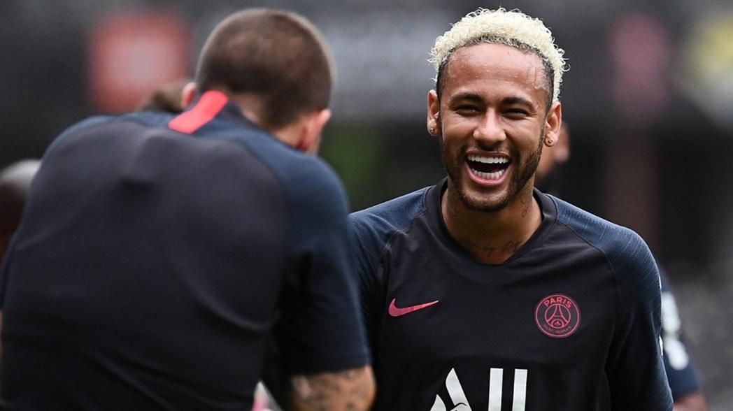 Eric Abidal viaja a Francia para negociar por Neymar