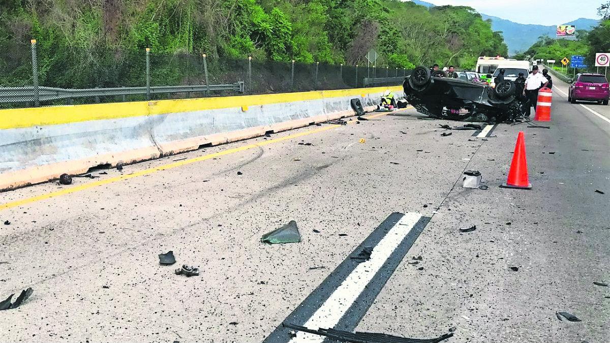 volcadura accidente chavos jóvenes universitarios mueren carretera acapulcazo vacaciones tragedia méxico-Acapulco