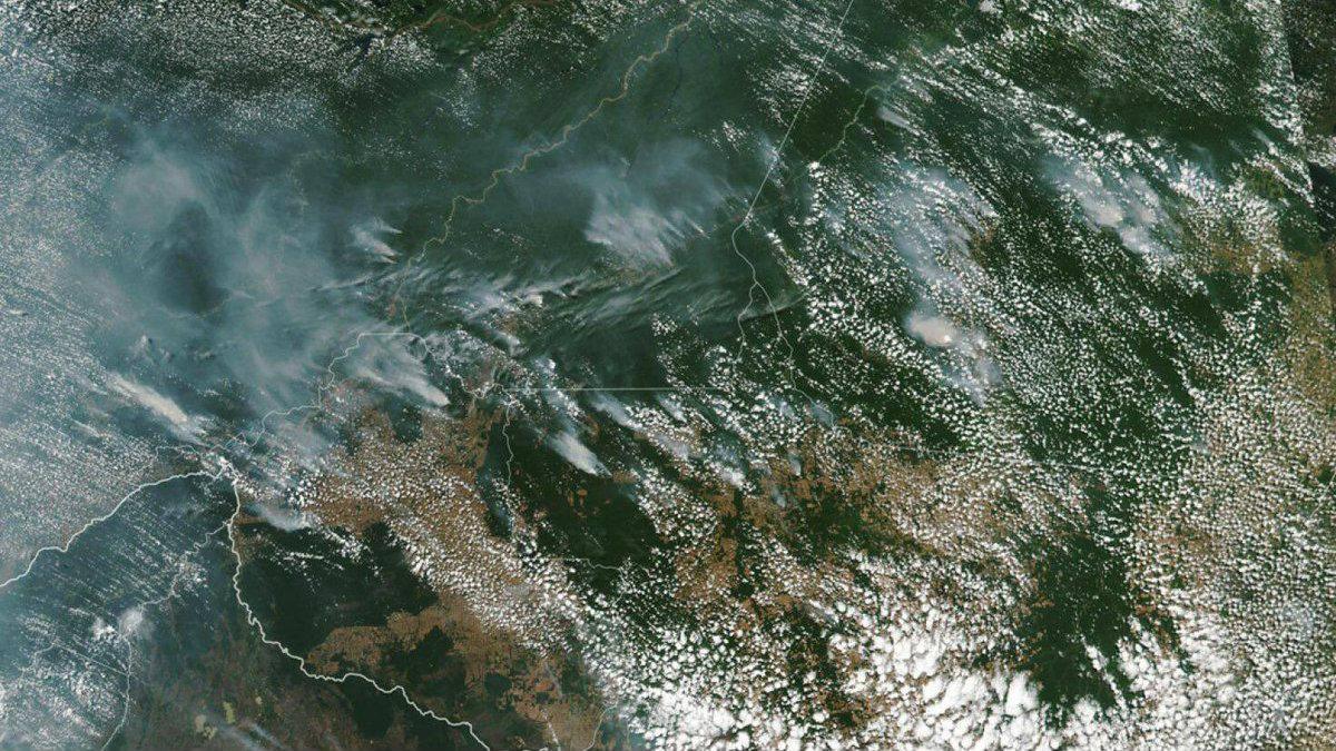Imágenes desde el espacio de los destructores incendios forestales en el Amazonas