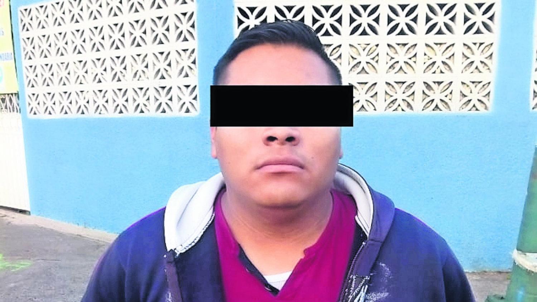 detienen a hombre con arma del ejercito en Iztapalapa