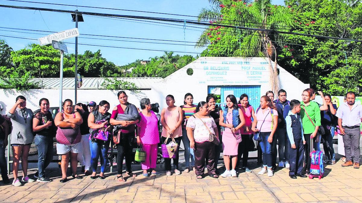 estudiantes  sin clases primer día regreso a clases falta de maestros primaria belisario domínguez  emiliano zapata pro hogar morelos