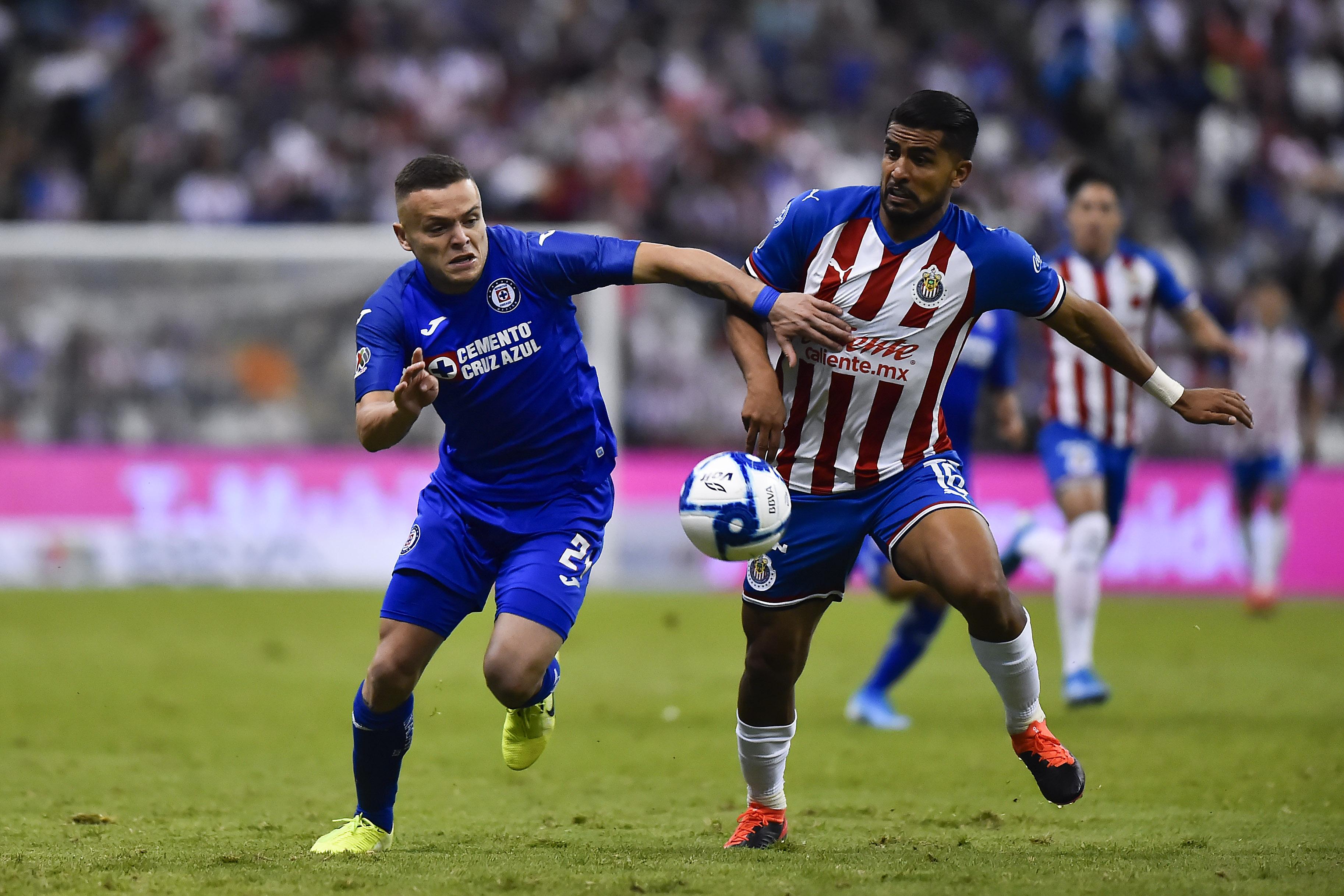 Cruz Azul y Chivas empatan en el estadio Azteca