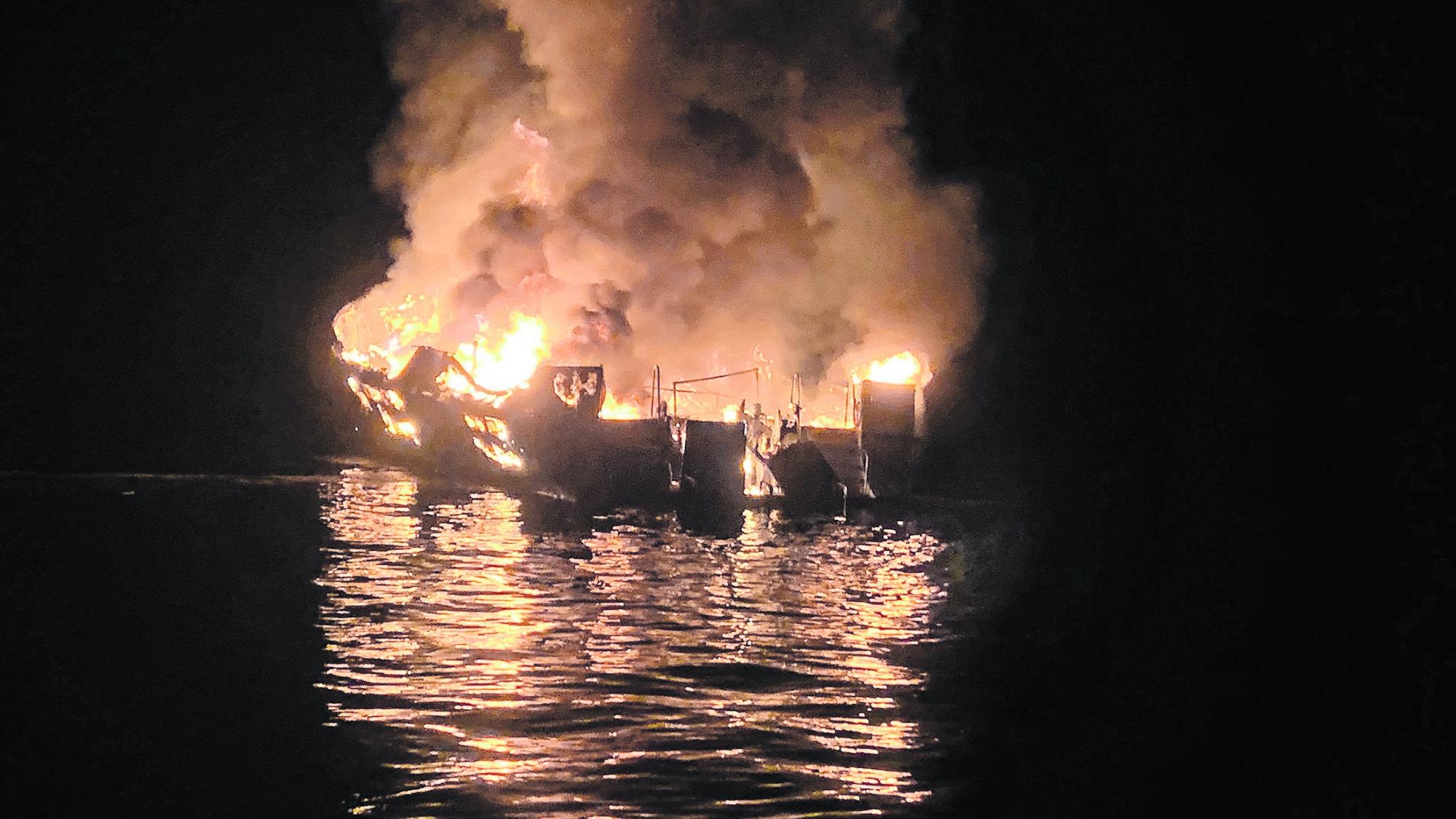 barco buceo California incendio