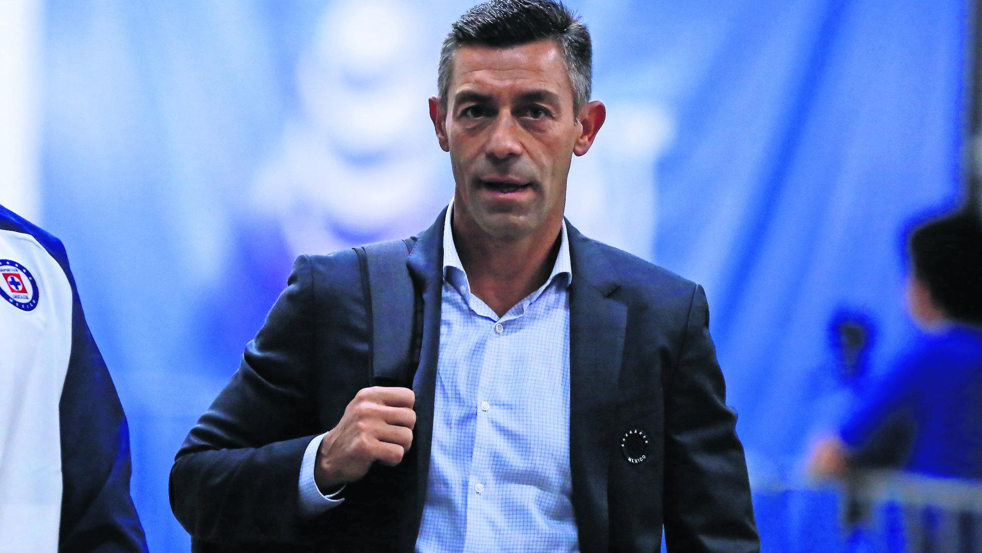 Tras la salida de Pedro Caixinha Cruz Azul continúa en busca de director técnico