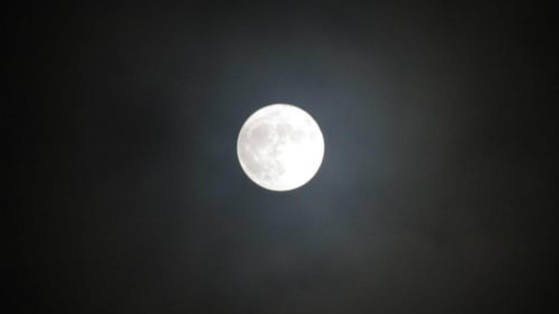luna aleja tierra