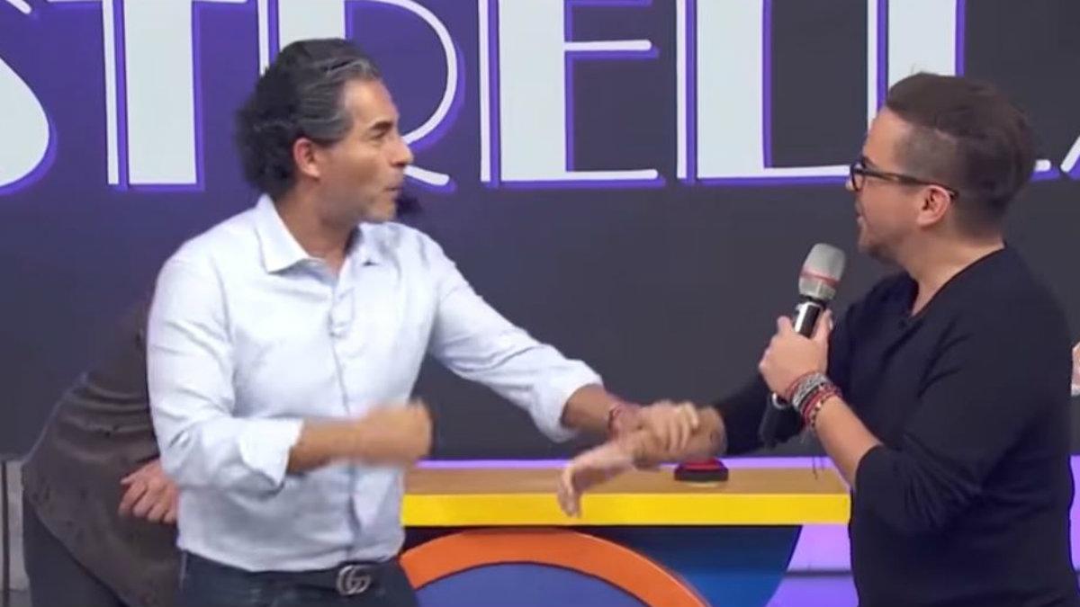 Mauricio Mancera y Raúl Araiza se lanzan insultos y golpes en pleno programa