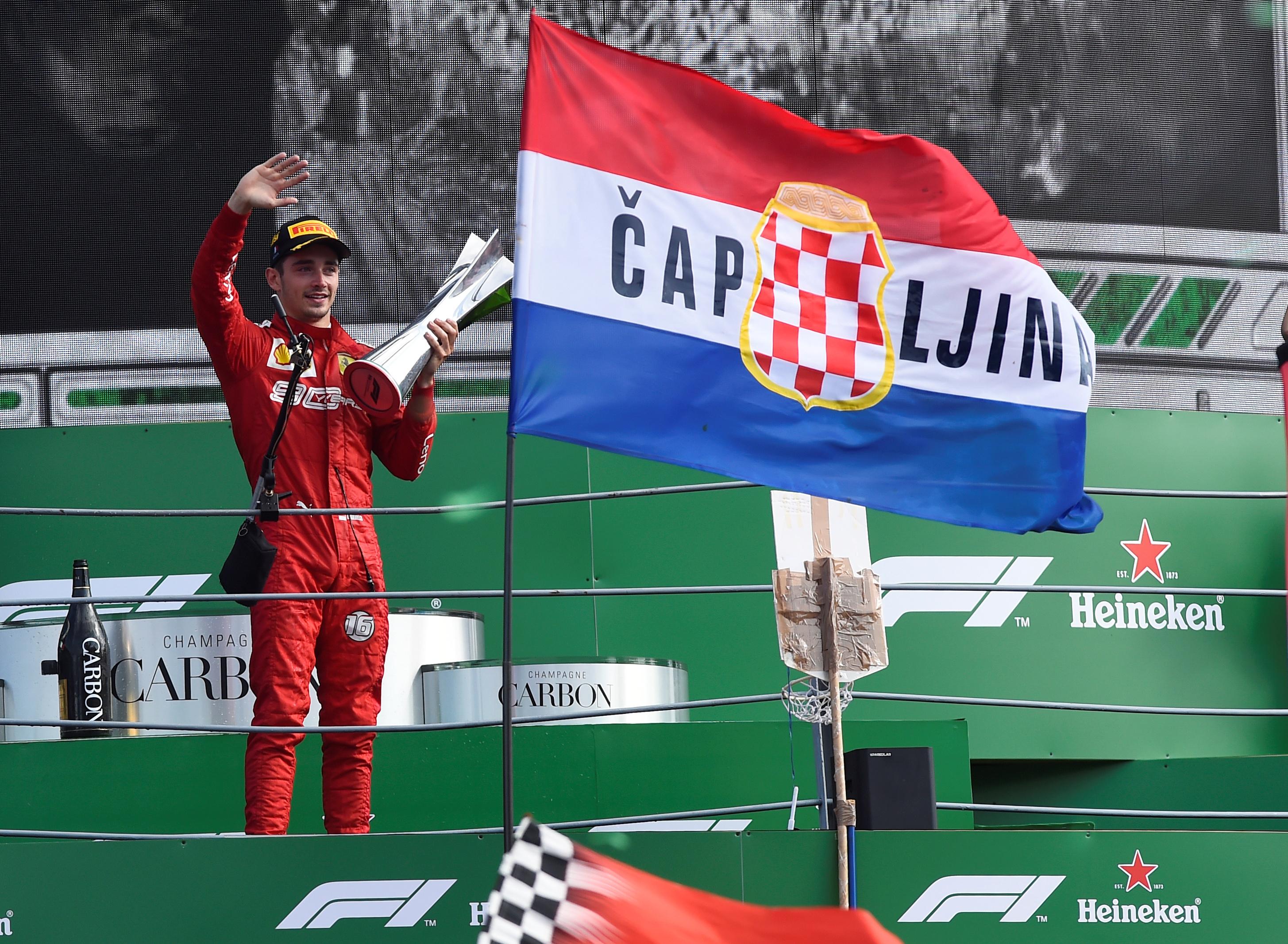 Leclerc repite y triunfa en Monza; 'Checo' se repone y termina séptimo