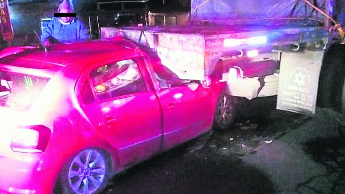 aparatoso choque auto compacto camión de carga tres lesionados zinacantepec