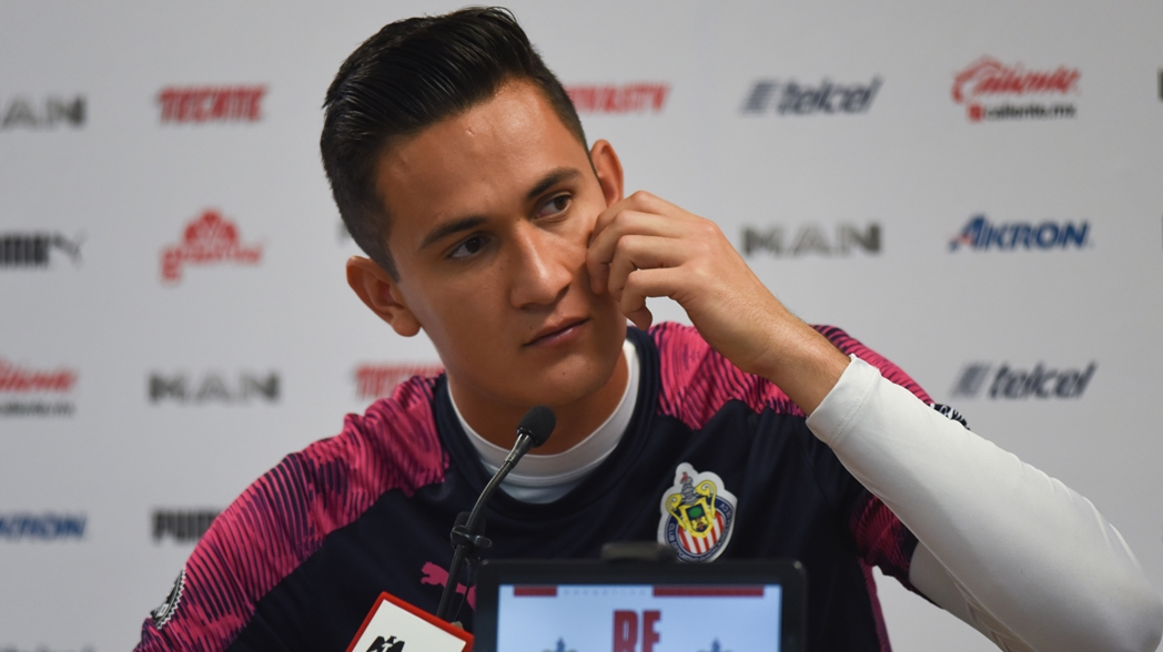 El arquero de las Chivas desmiente preocupación por el descenso en Guadalajara