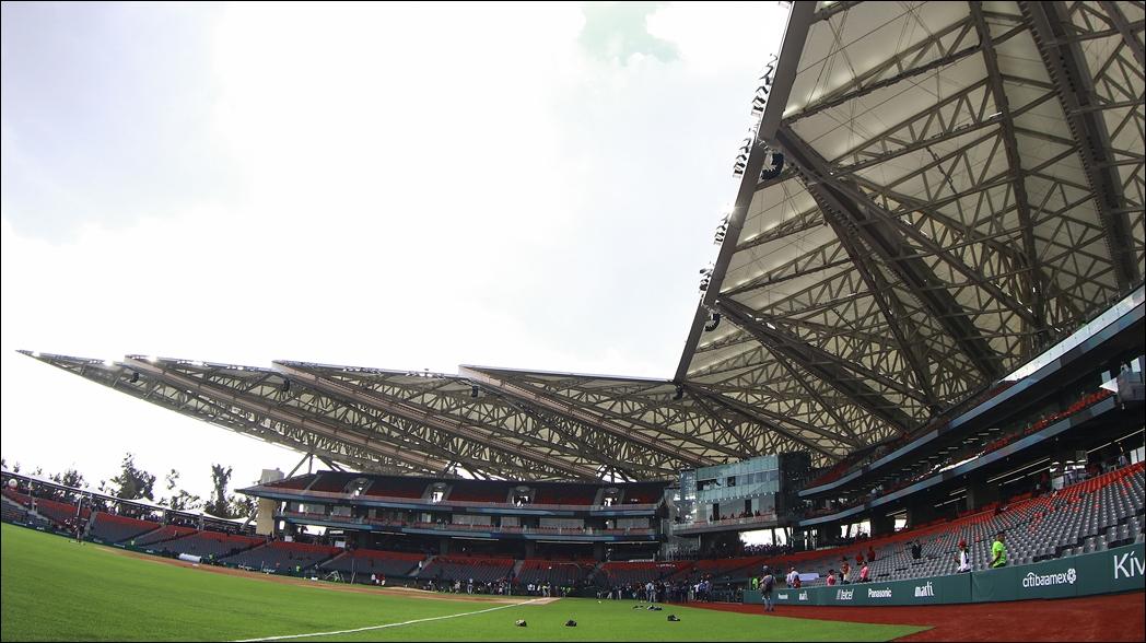 Confunden techo del estadio Alfredo Harp con un avión