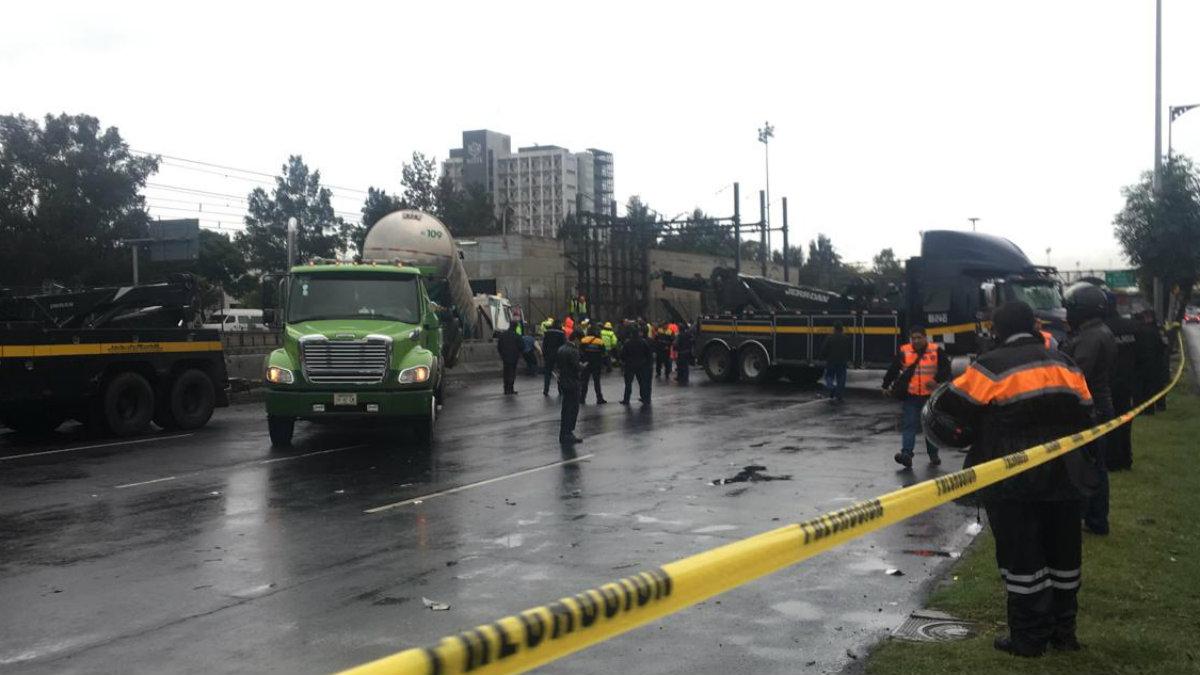 pipa accidente choca impacta muro de contención vías del metro tepalcates línea A STC Metro CDMX