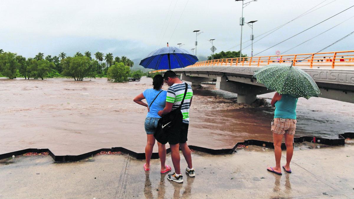 Tormenta tropical Narda, canales de baja presión y nuevo frente frío, ocasionan fuertes afectaciones en México