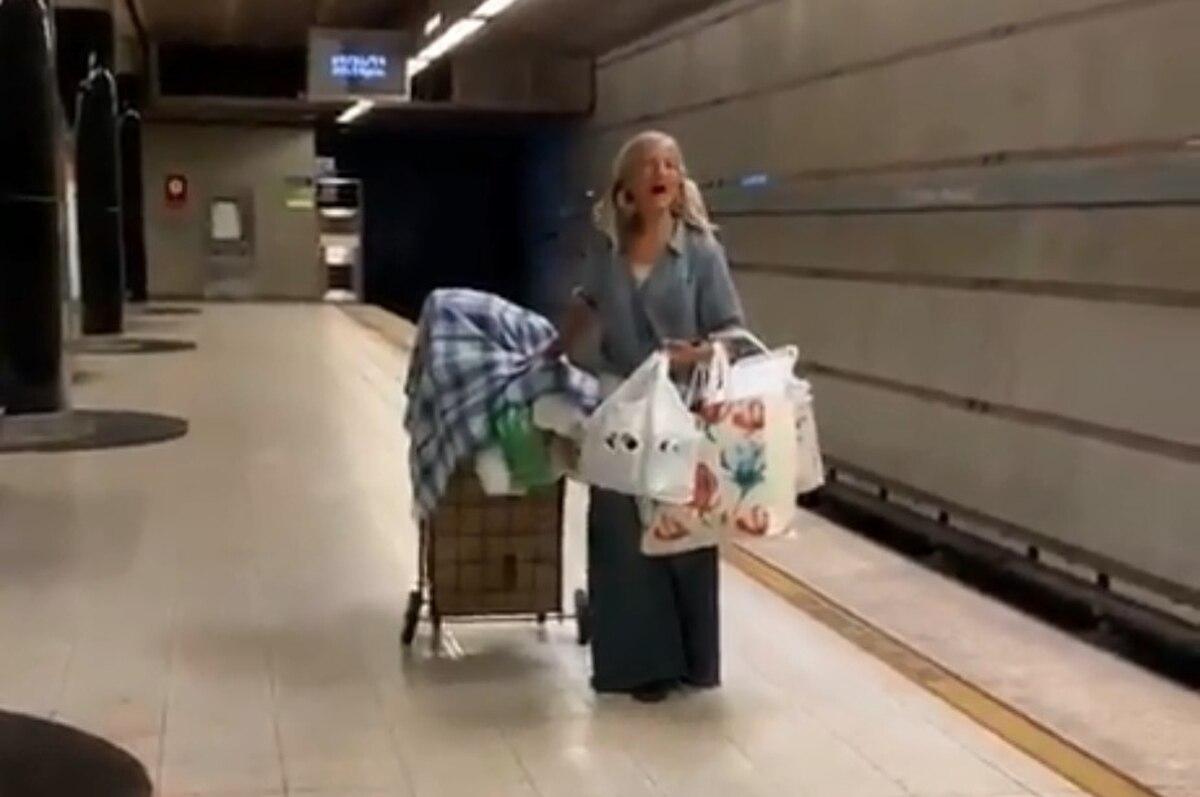 indigente impacta voz canta en el metro ópera los ángeles