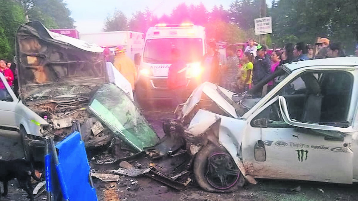 choque frontal autos muertos heridos valle de bravo