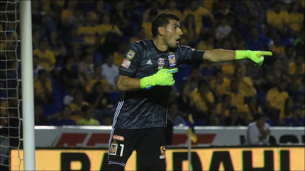 Nahuel Guzmán, portero de los Tigres durante un juego de la Liga MX