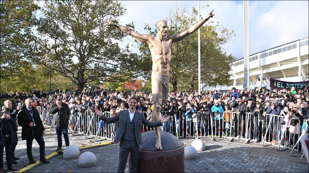 Inauguran estatua de Zlatan Ibrahimovic