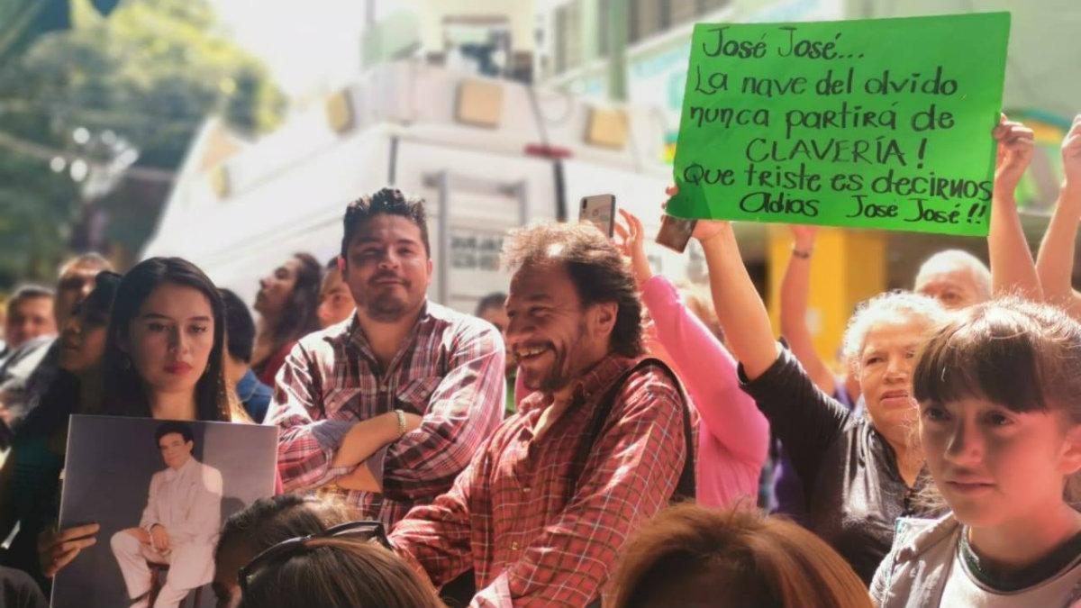 homenaje a José José en su barrio Clavería Azcapo