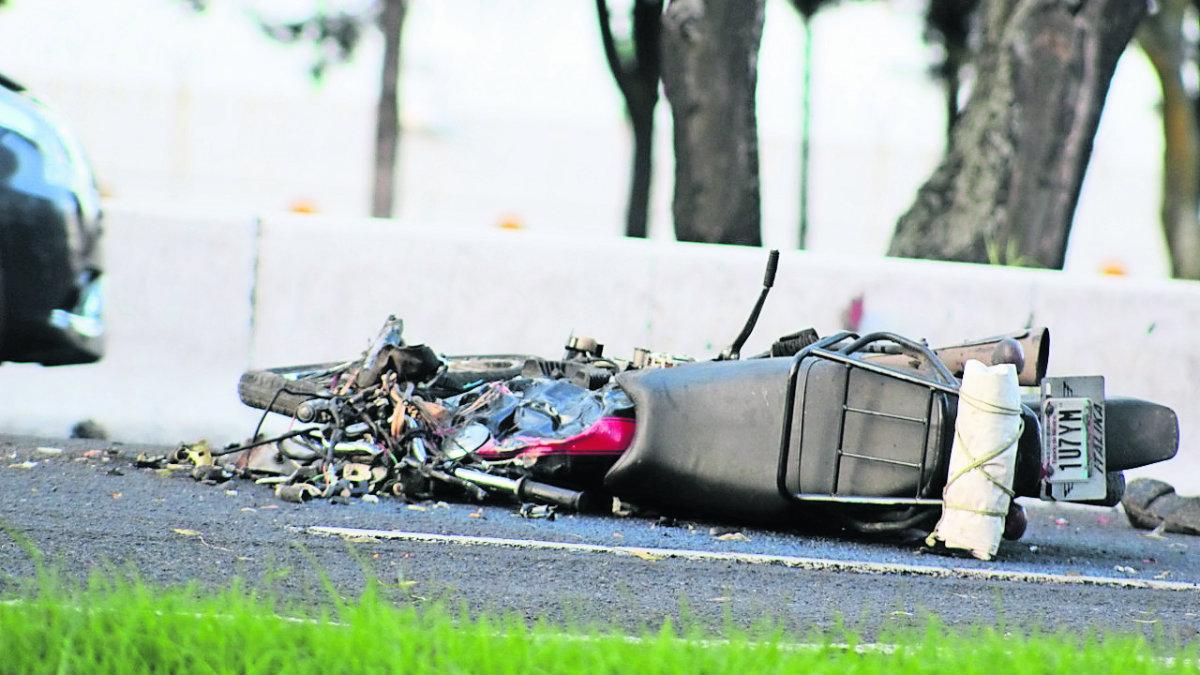 motociclista muere atropellado derrapa motocicleta paseo tollocan