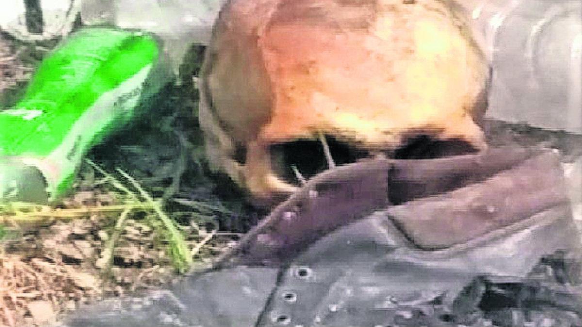 pepenador halla osamenta huesoso cráneo fémur humanos basura basurero nezahualcóyotl
