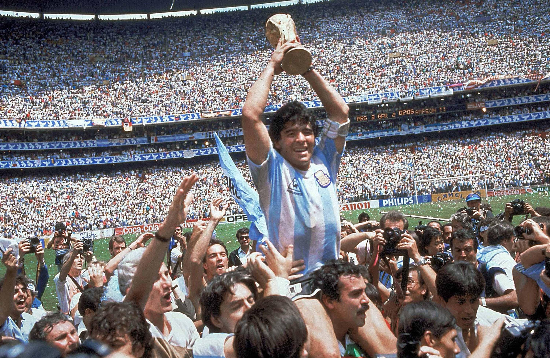 Diego Maradona celebra su cumpleaños 59