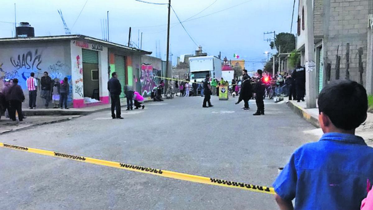 Asesinan a balazos a hombre al interior de una pollería en Edomex; agresores huyen