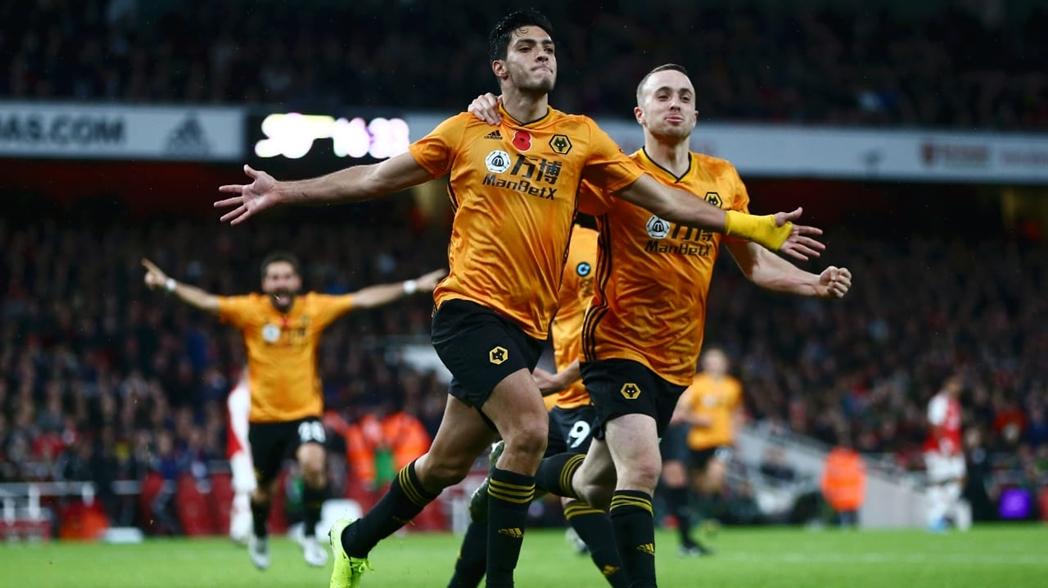 Con gol de Jiménez, los Wolves empataron frente al Arsenal