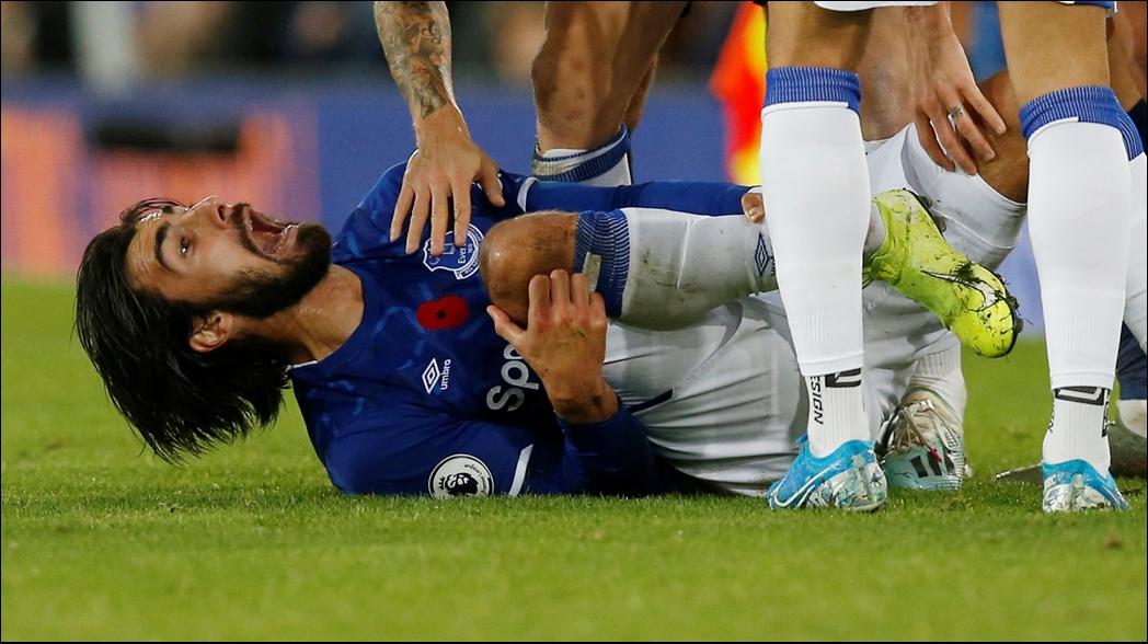 El portugués momentos después de la lesión