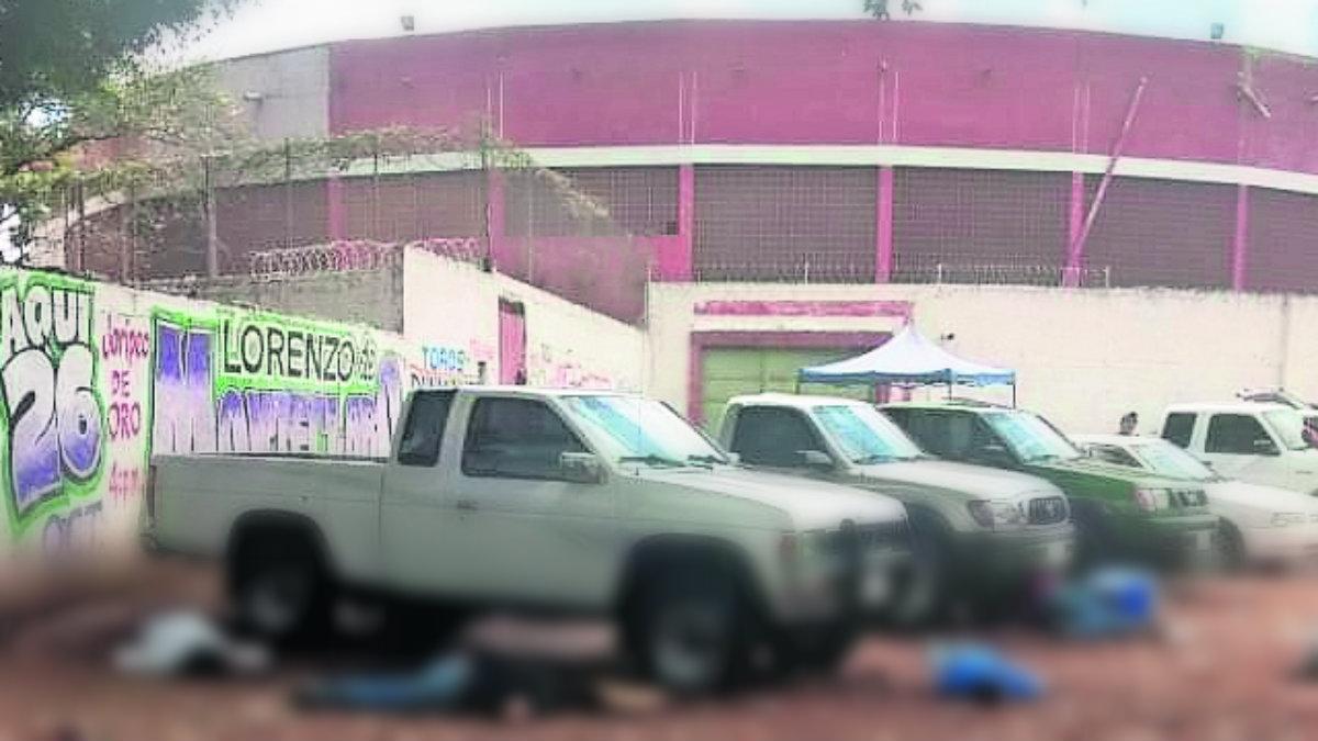 asesinan fusilan balazos vendedores tianguis autos coches uruapan michoacán
