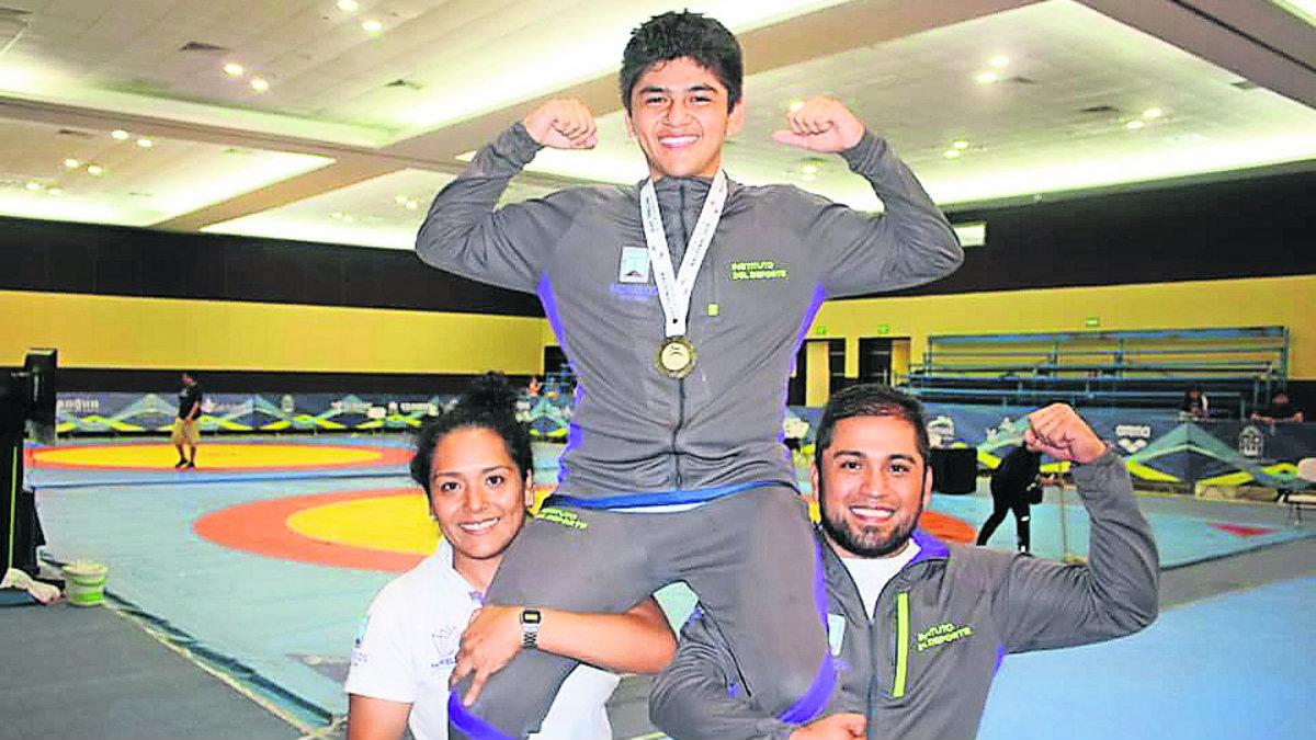 Morelense medalla bronce Luchas Asociadas