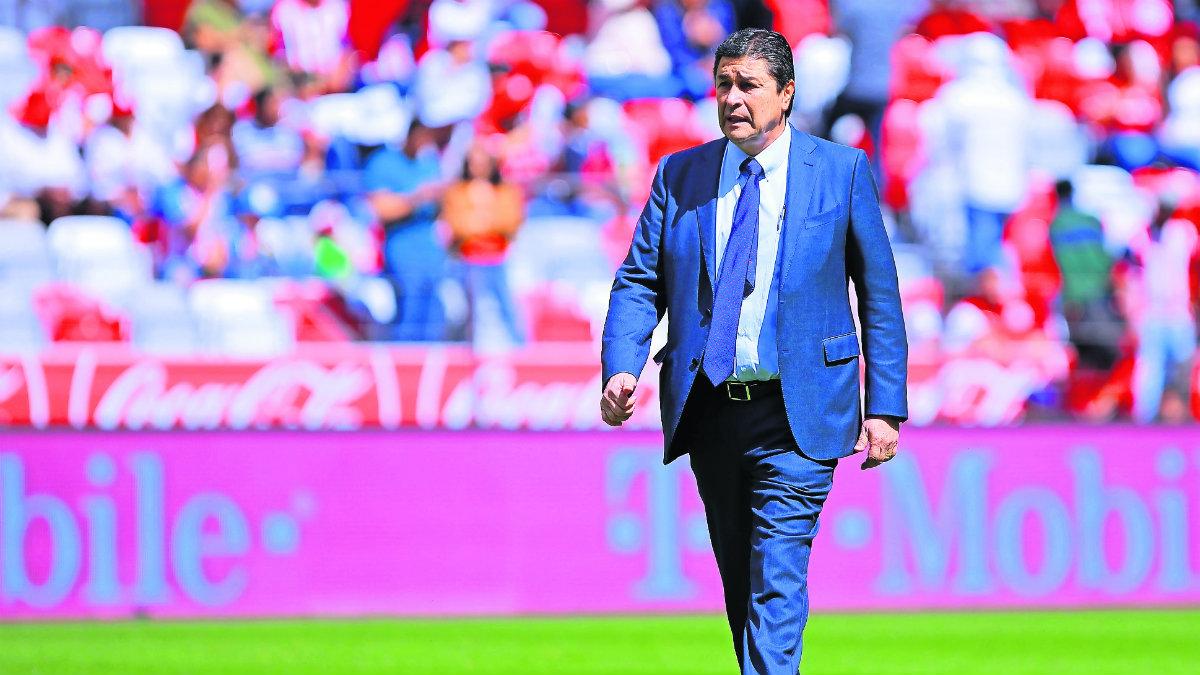 Luis Fernando Tena busca 'salvar la chamba' cuando Chivas reciba a Juárez en Jalisco