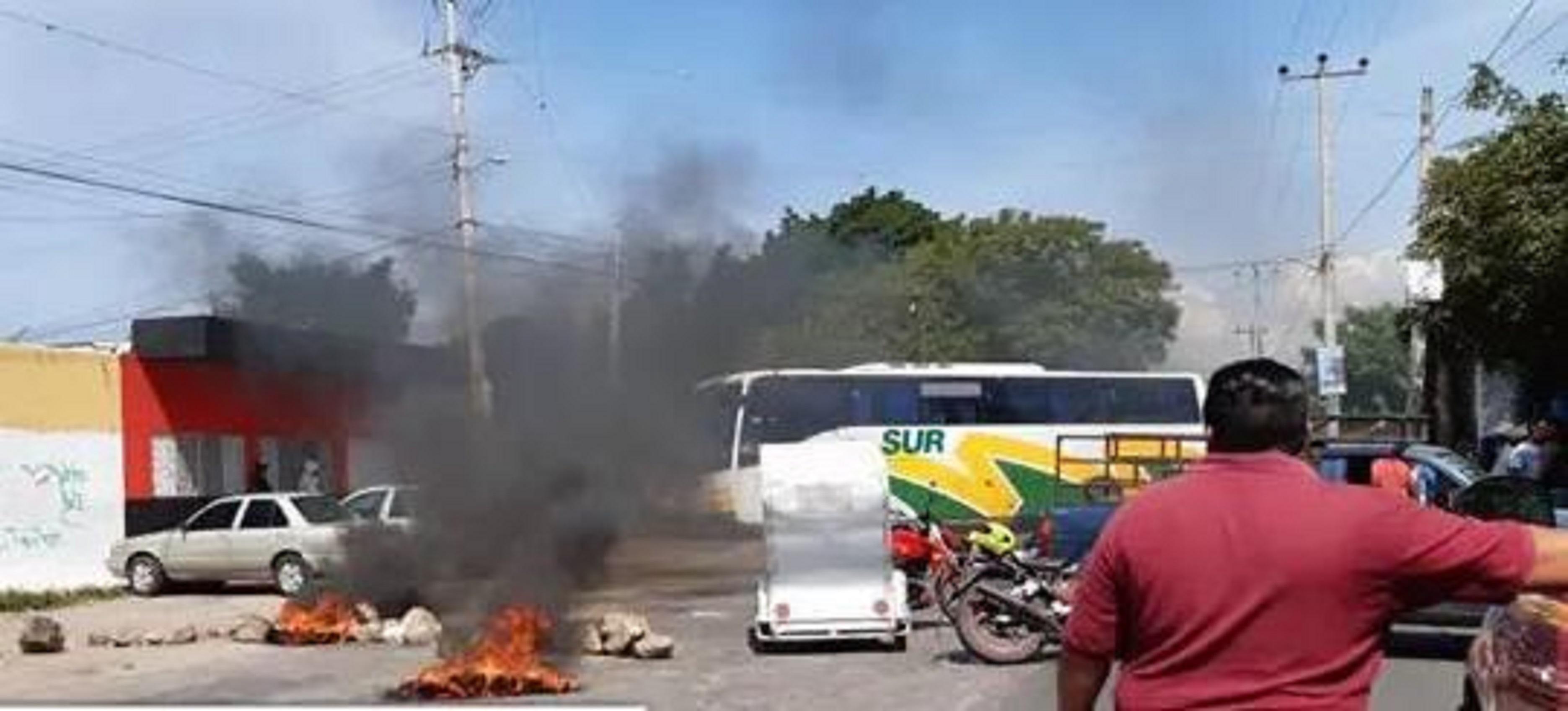 Jonacatepec queman llantas inseguridad cobro de piso