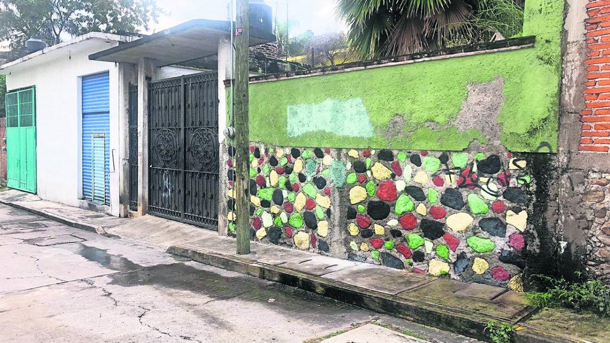 Quitan sellos de seguridad a casa donde mataron a familia, en Morelos