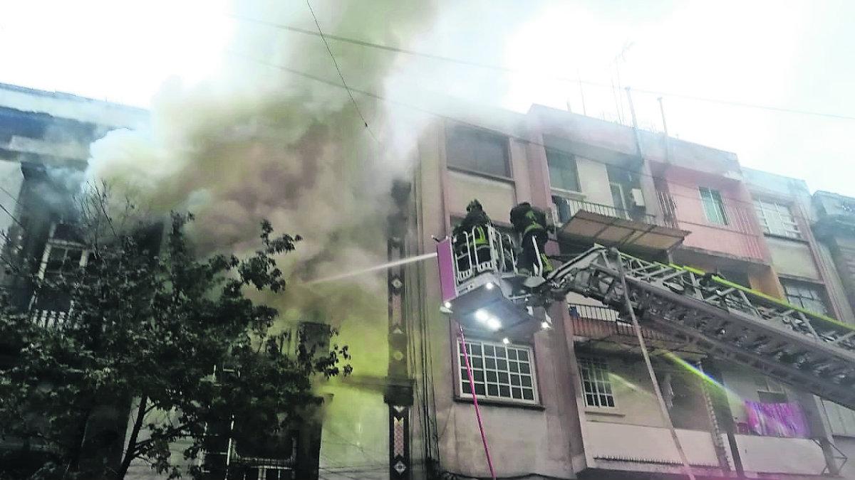 Se registra un incendio en bodega del Centro Histórico de la CDMX; duró más de 15 horas