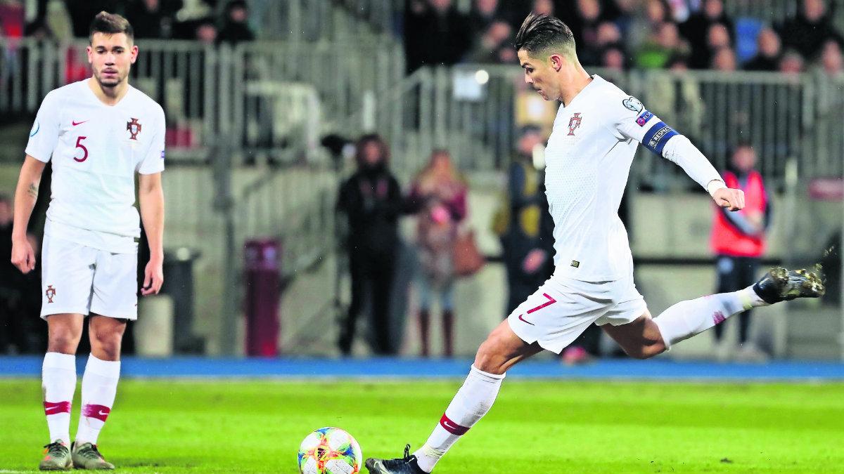Cristiano Ronaldo anota su gol 99 y clasifica a Portugal a la Eurocopa 2020