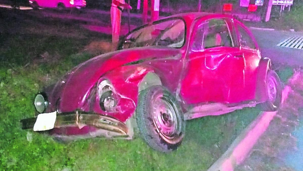 Conductor de vocho pierde el control y termina dando vueltas hasta estrellarse, en Morelos