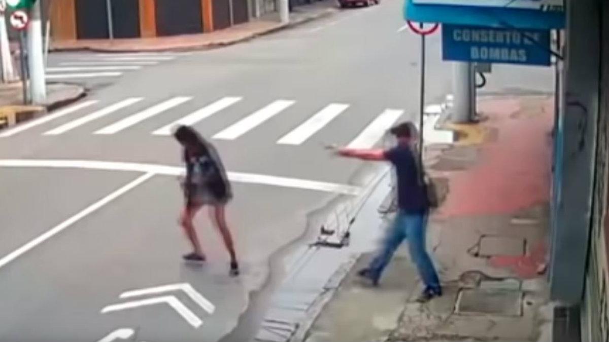 Mujer limosna asesinada Brasil
