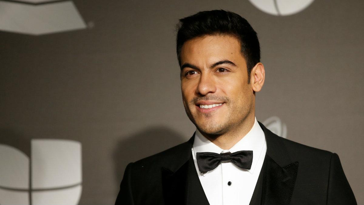 ¡Ofertón! Subastan besos de Carlos Rivera en 6 mil dólares