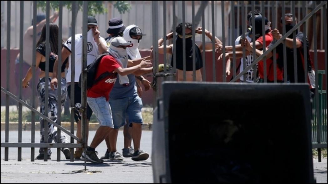 Suspenden juego en Chile por violentas protestas