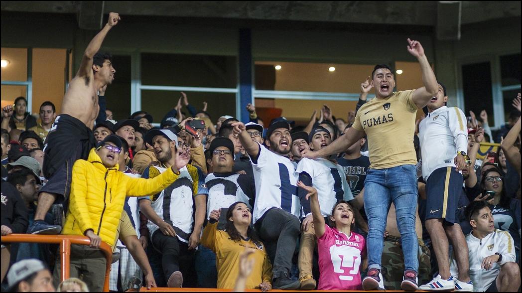 Barra de Pumas explota y revientan al técnico y jugadores