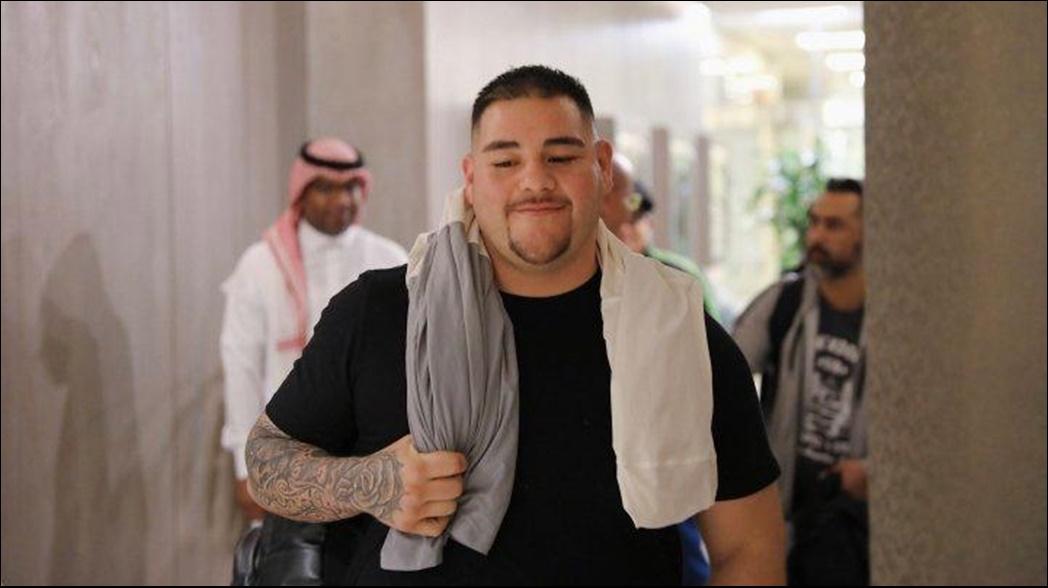 Andy Ruiz aterriza en Arabia Saudita para su pelea